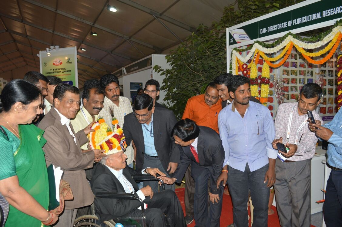 Dr. K.V. Prasad, Director DFR explained about various exhibits at the ICAR-DFR stall to Dr. M.S. Swaminathan.