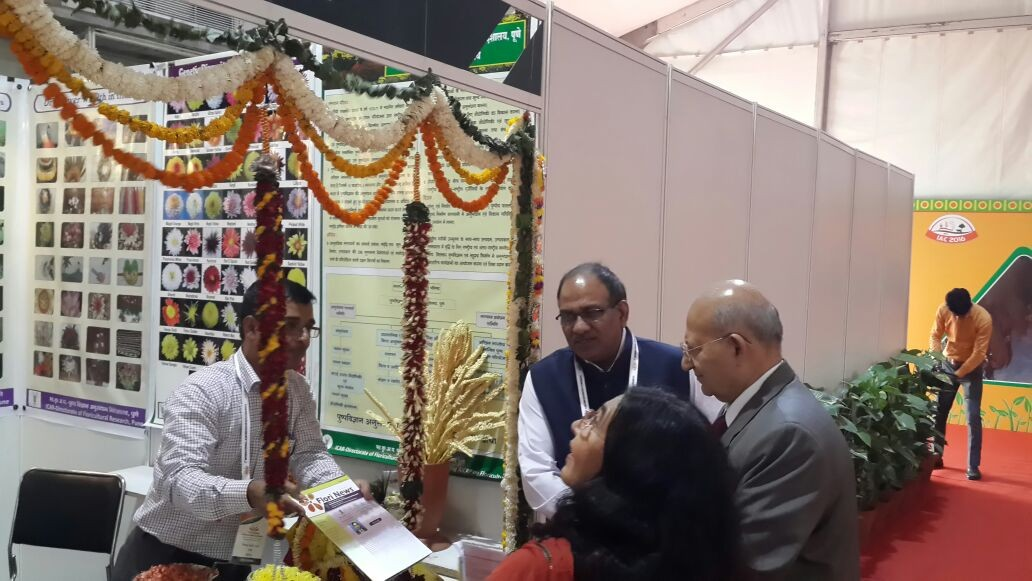 Dr. Tarak Nath Saha presented the inaugural issue of 'Flori News' to Dr. R.S. Paroda former DG of ICAR and Chairman TAAS.