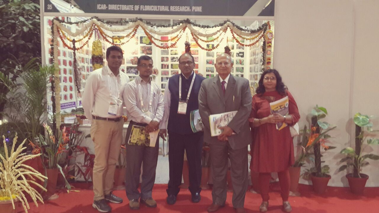 Team DFR with Dr. R.S. Paroda Former DG, ICAR and Dr. R.C. Agrawal Registrar General, PPV & FRA.